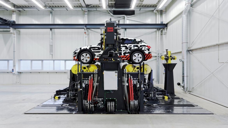 Fahrzeugdynamikprüfstand-Modell