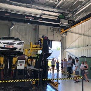 Vorführen des neuen Fahrzeugdynamikprüfstandes